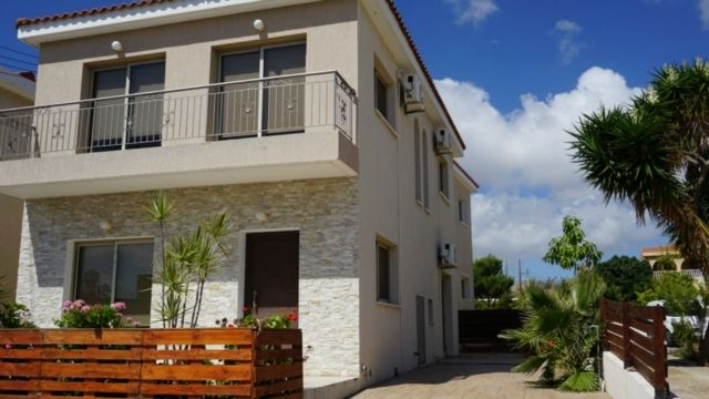 3 bedroom villa – Emba – r0338