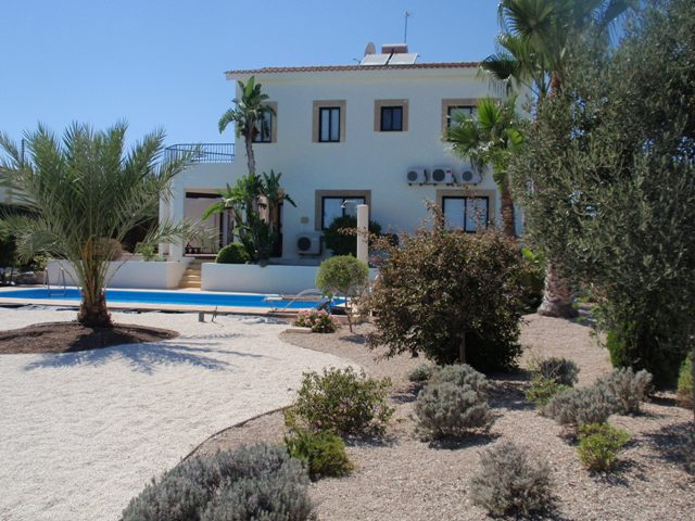 4 Bed villa – For rent – Secret valley – Hapotami