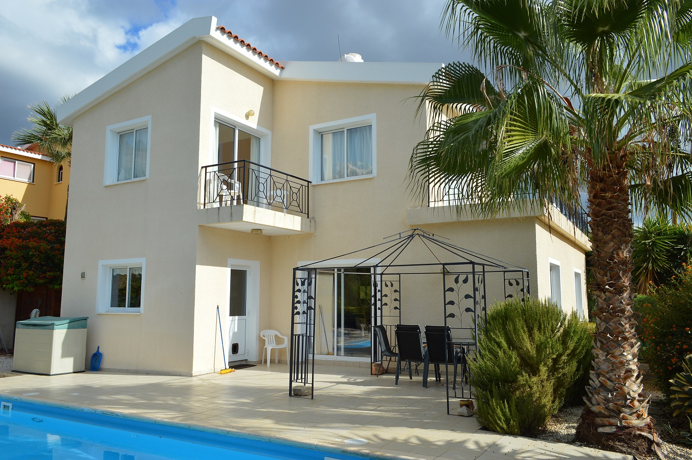 3 bed villa – For Sale – Peyia