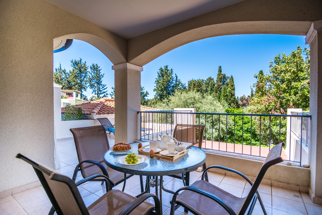 1 bed apartment- Holiday Let – Kato Paphos