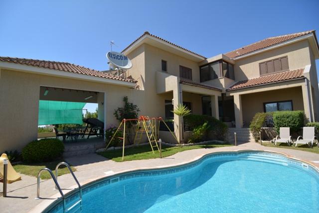 4 Bed Villa – For rent – Long term – L0394