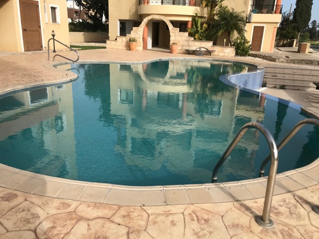 Large 2 bed 2 bath apartment Universal – For Sale